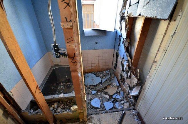浴室を解体している所