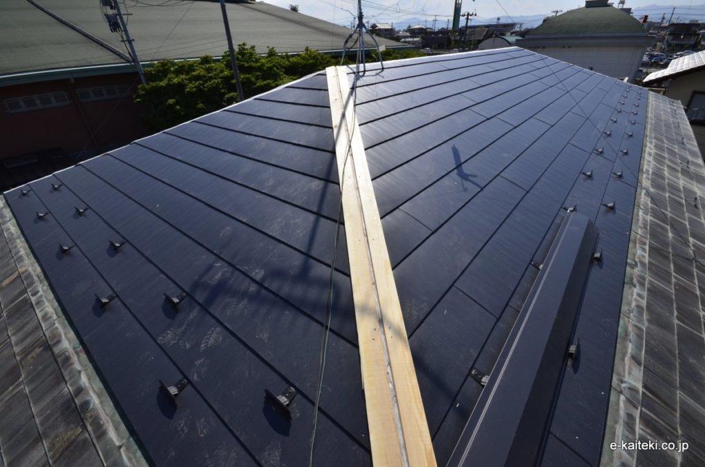 軽量金属屋根材